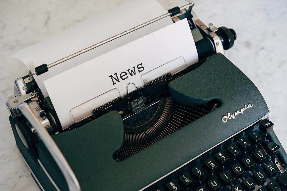 presse illustration machine a écrire signao