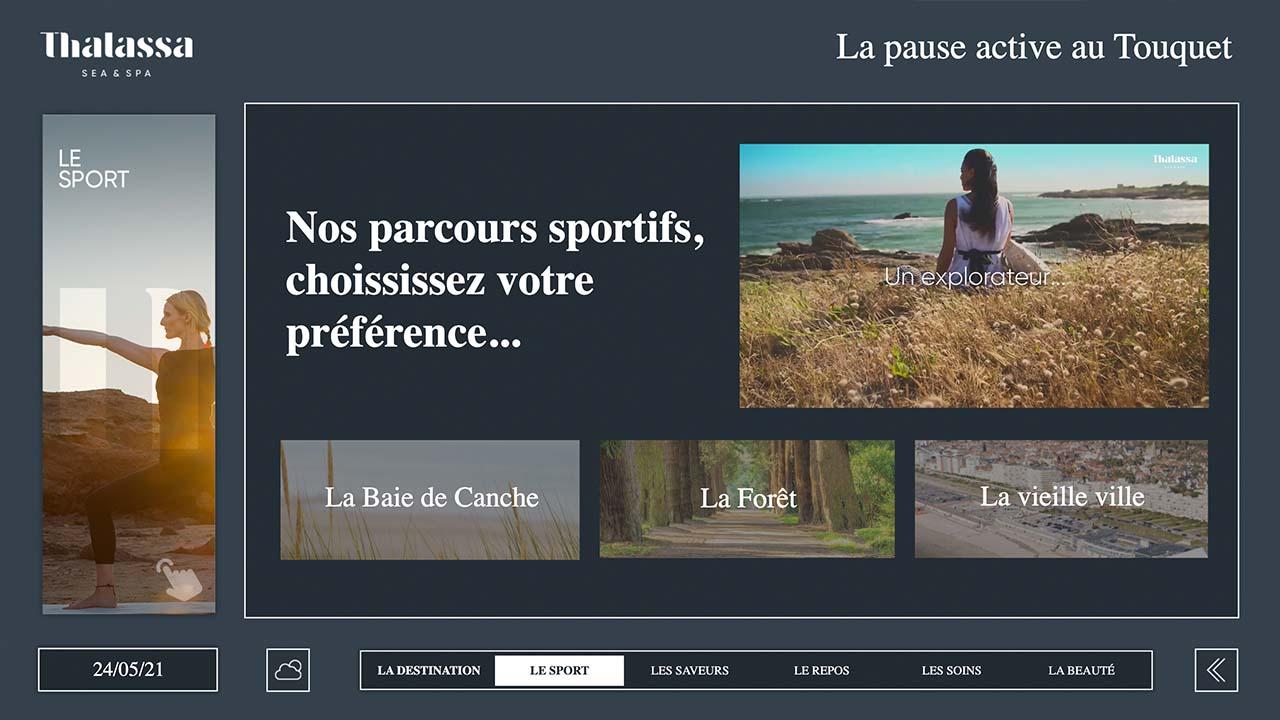 Borne tactile d'affichage dynamique avec présentation des activités d'un hôtel