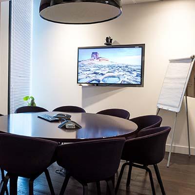 Moniteur d'affichage dynamique dans une salle de réunion d'enteprise