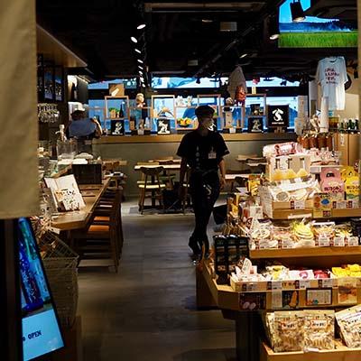 Moniteurs d'affichage d'affichage dynamique sur chevalet dans un supermarché