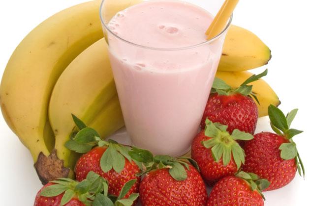12-Kid-Friendly-Smoothies-StrawberryBananaSmoothie