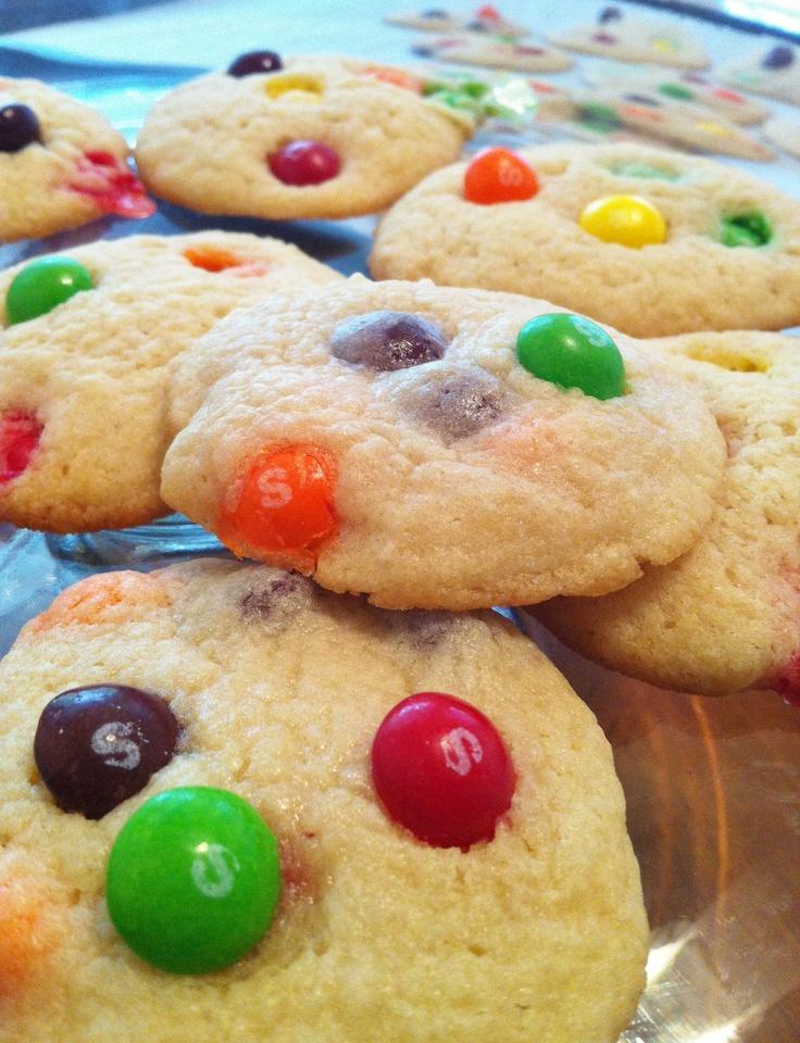 63-Rainbow-Recipes-skittles-cookie