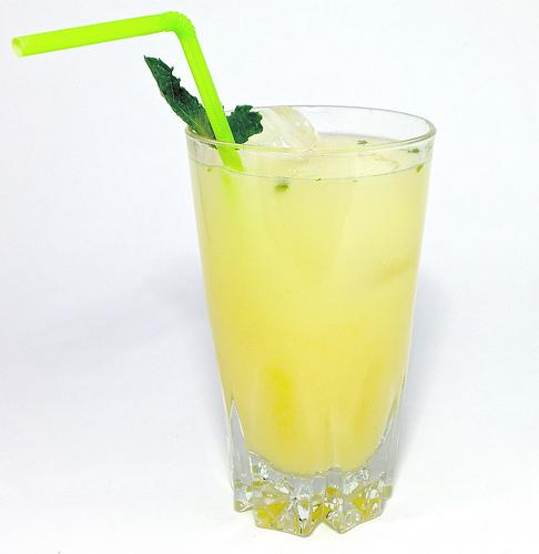 15-Life-Hacks-drink-lemon-juice
