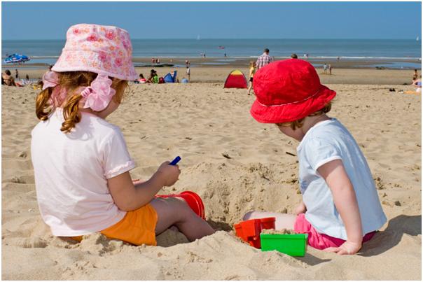 21-Kid- friendly-kid_at_beach_