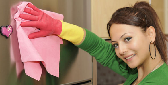 20-Tips-for-Spring-Cleaning-cleaning-fridge
