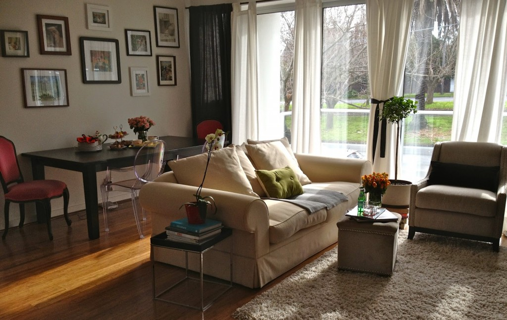 20-Tips-for-Spring-Cleaning-Living-room.