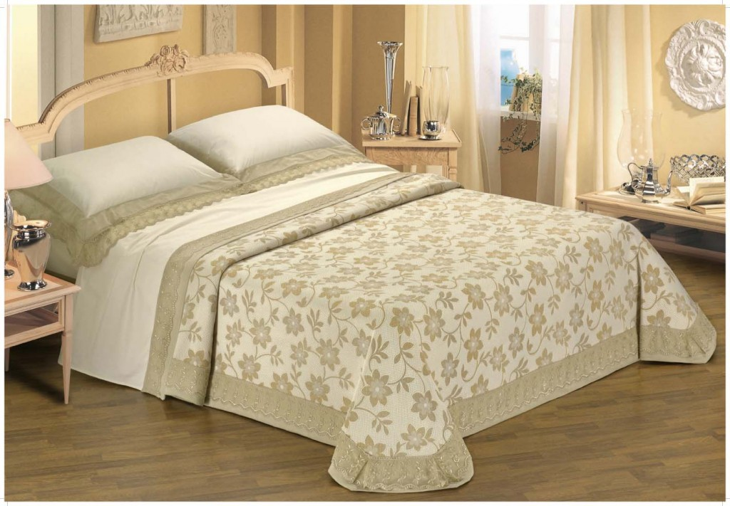 20-Tips-for-Spring-Cleaning-beddings