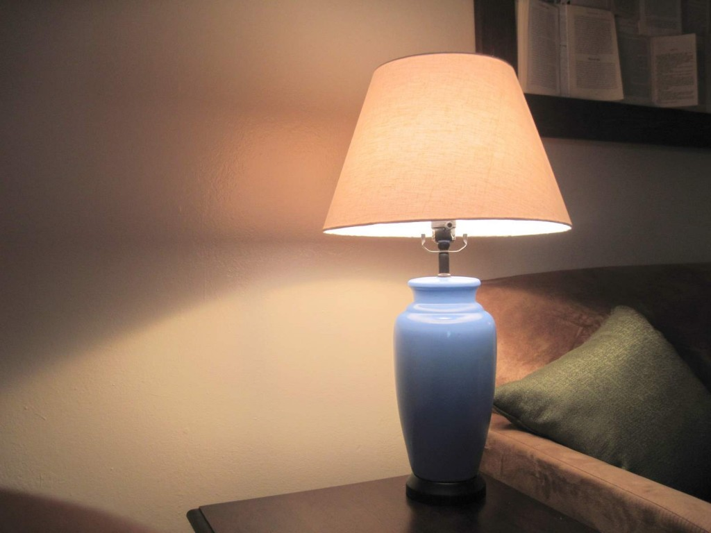 20-Tips-for-Spring-Cleaning--lamp-61