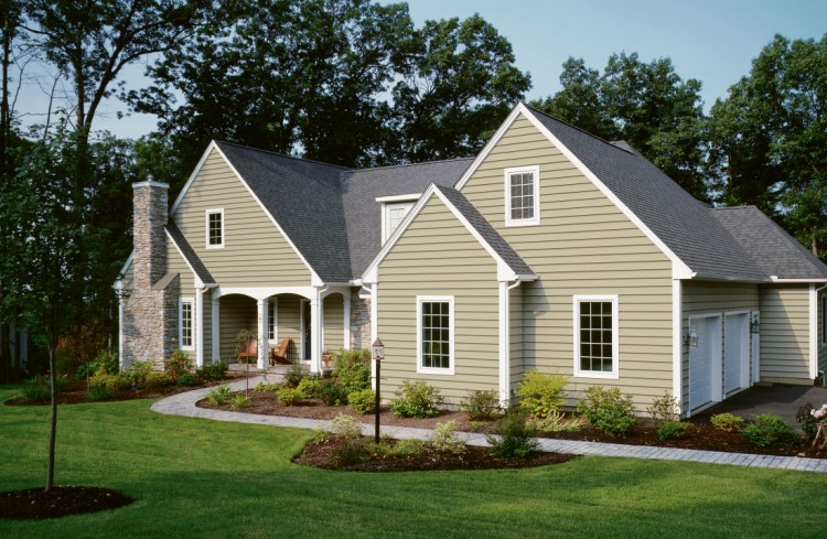 20-Tips-for-Spring-Cleaning-vinyl-siding-house