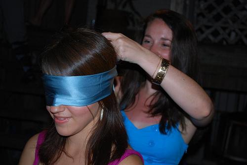 23-sleep-over-theme-blindfold-Party