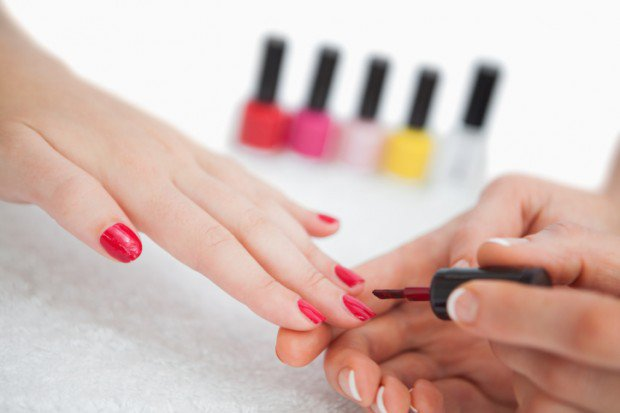13-ways-ready-for-summer-Getting-a-Manicure-