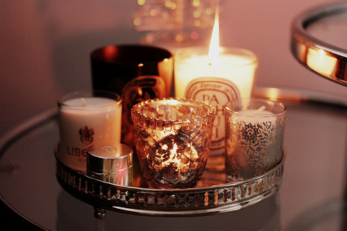 10-Frugal-Ways-bedroom-scented-candles
