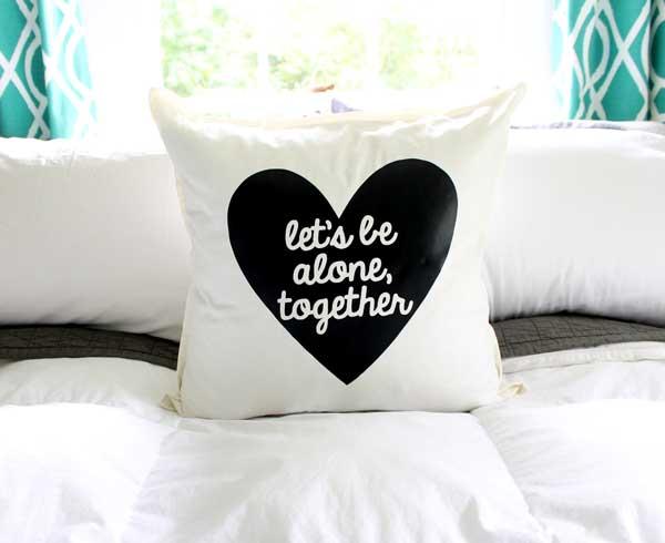 10-Frugal-Ways-bedroom--throw-pillow