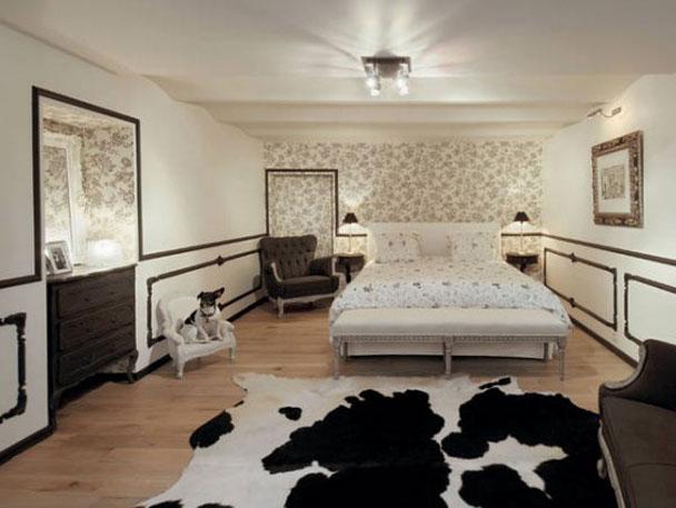 10-Frugal-Ways-bedroom-wall-paper