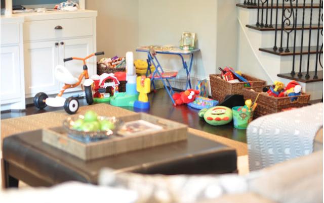 12-Ways-to-Organize-living-room-declutter