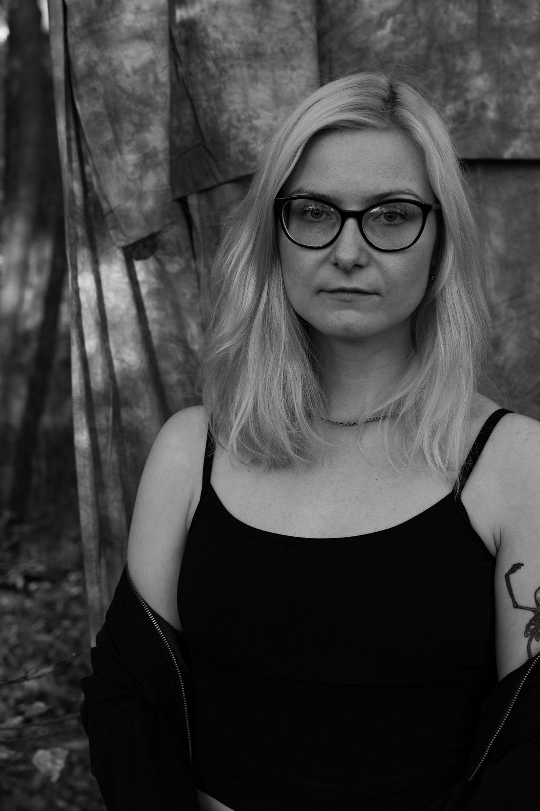 Black-and-white portrait of Joanna Chwilkowska (artist, musician, radio host) shot in Plänterwald Forest (Berlin, Treptow)