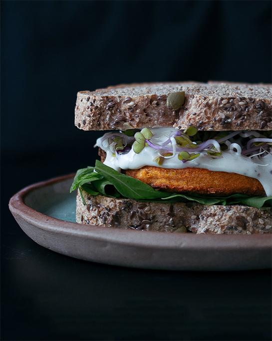 Santa Burguesa de Calabaza y Pimentón en sandwich. Vegano