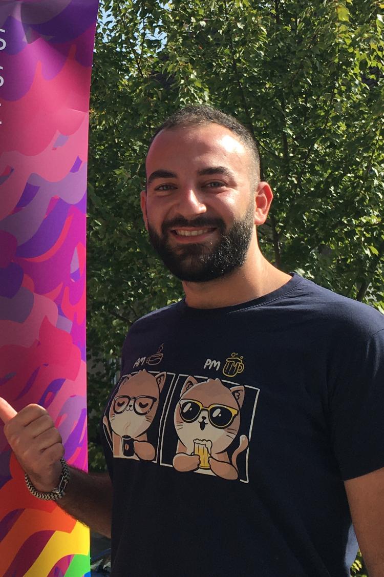 Das Bild zeigt Ahmad, kurze Haare und Bart