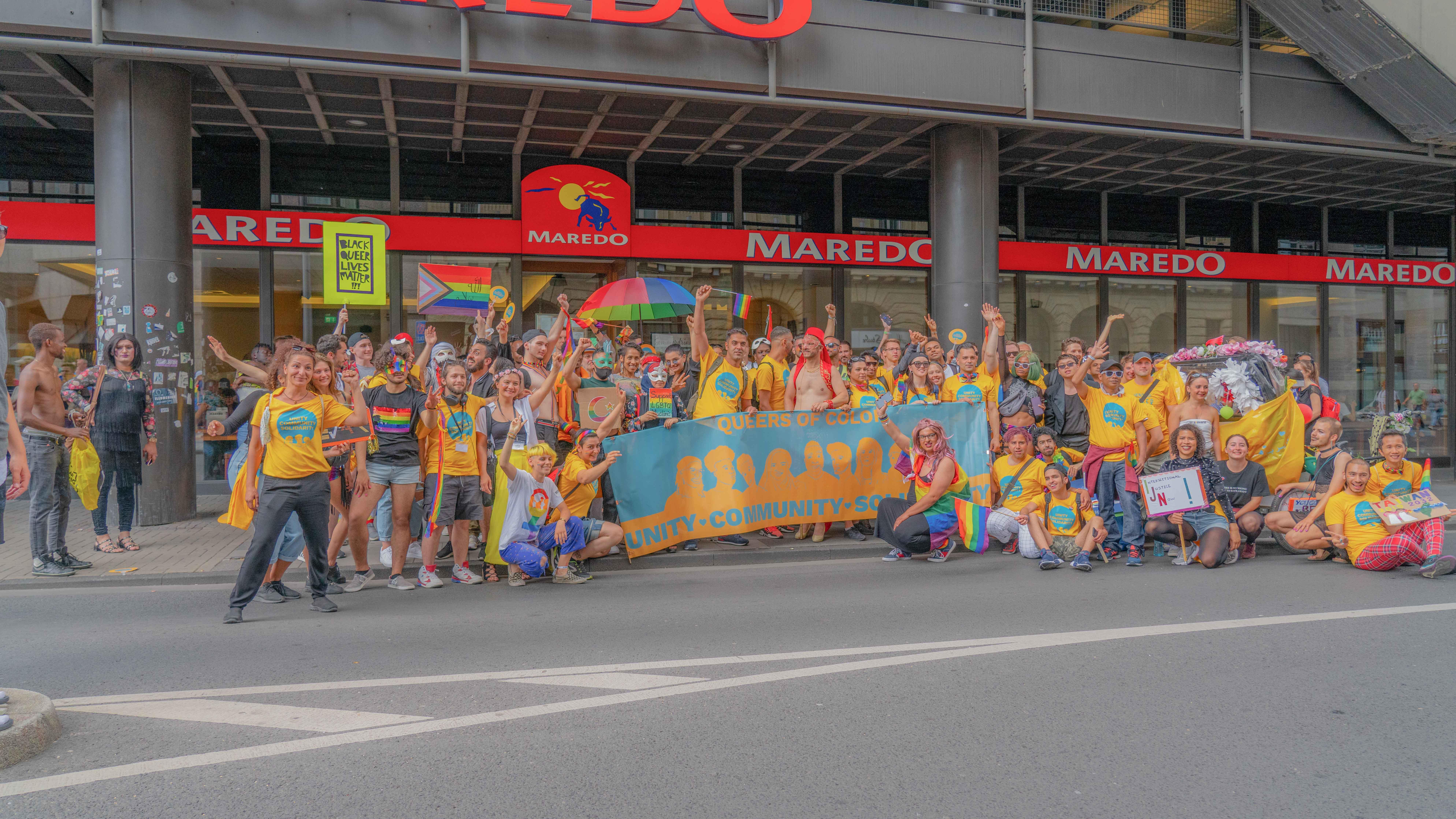 Das Bild zeigt ein Gruppenphoto vom CSD