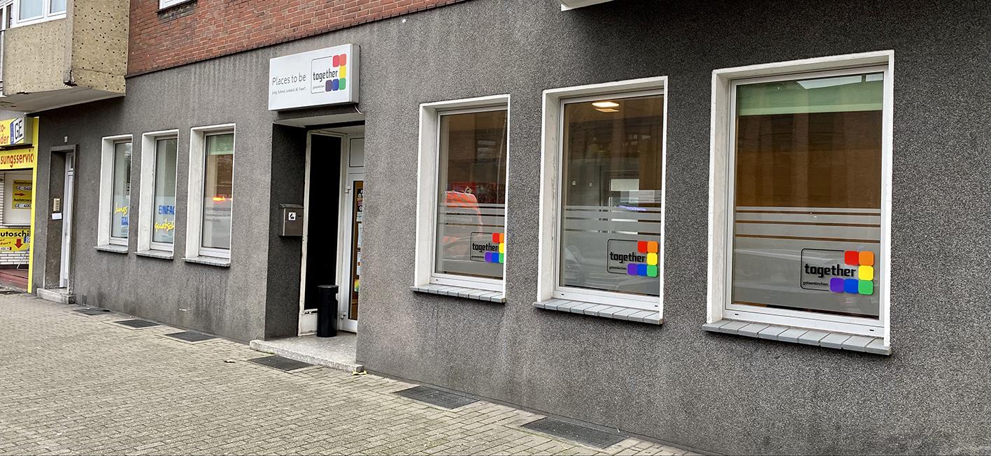 Das Bild zeigt den Eingang des Togethers