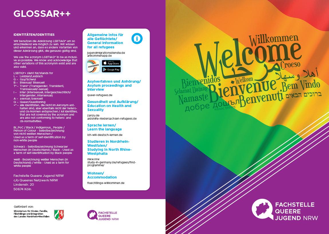 """Das Bild zeigt einen Flyer von Q_munity darauf befindet sich eine Regenbogenflagge auf der in vielen verschiedenen Sprachen """"Willkommen"""" steht"""
