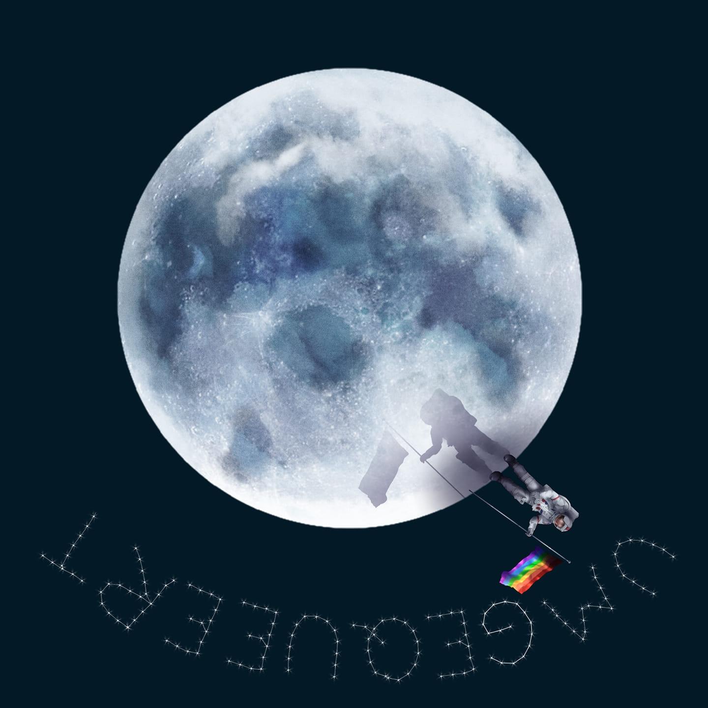 Das Bild zeigt den Mond, auf dessen Unterseite ein:e Astronaut:in steht und eine Regenbogenflagge in der Hand hält und in den Mond steckt. Im unteren Teil des Bildes steht Umgequeert auf dem Kopf geschrieben.