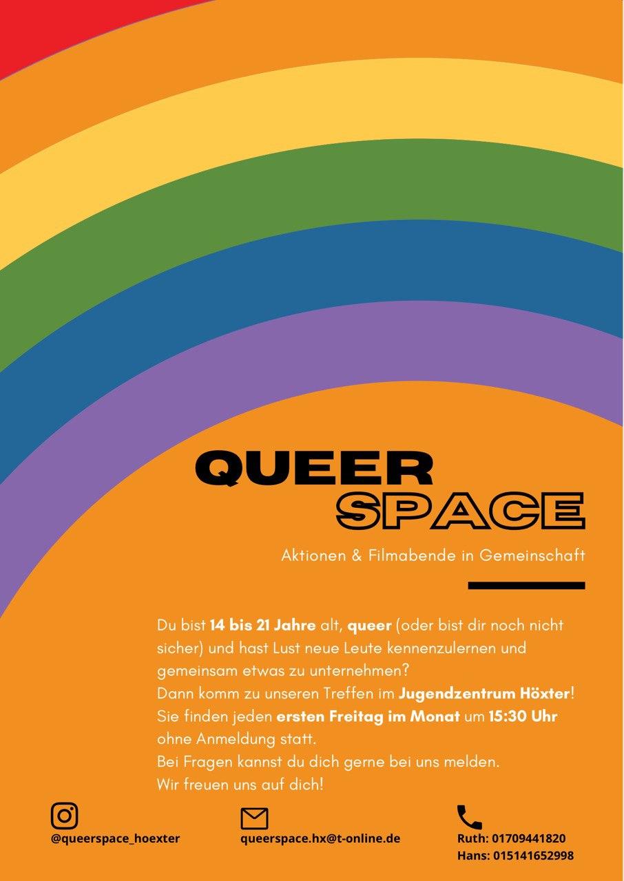 Auf dem Bild ist der Fyler vom Queerspace Höxter zu sehen. Im Oberen Bildbereich befindet sich ein Regenbogen. Darunter befindet sich eine Orangene-Farbfläche auf der sich ein Infotext befindet