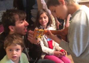 Martin učí romské děti na Ukulele - 2017