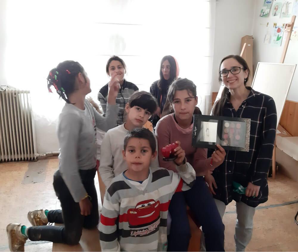 Michalka s dětmi, po předání výher za malou lokální hru 2019