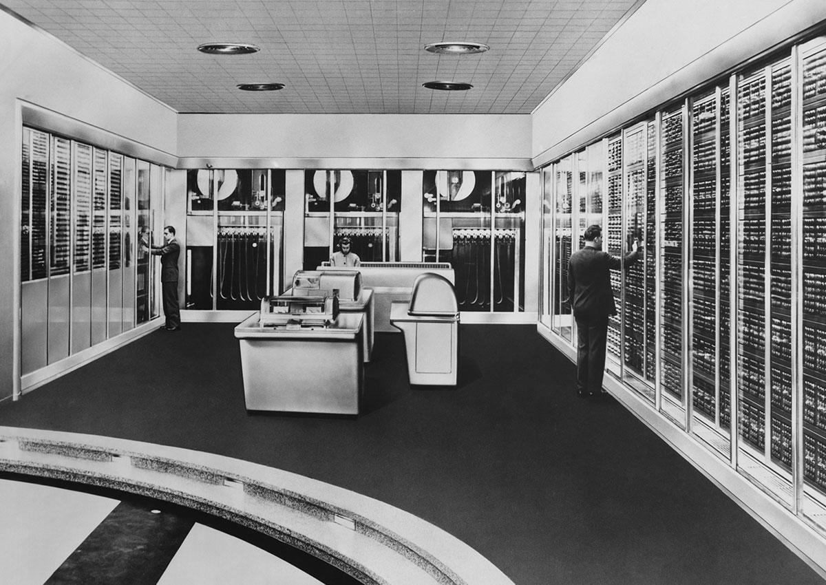 Photo vintage d'une grande salle informatique