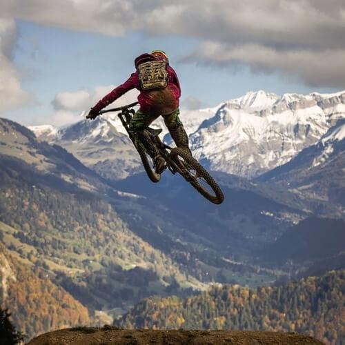 Salto espectacular en bicicleta