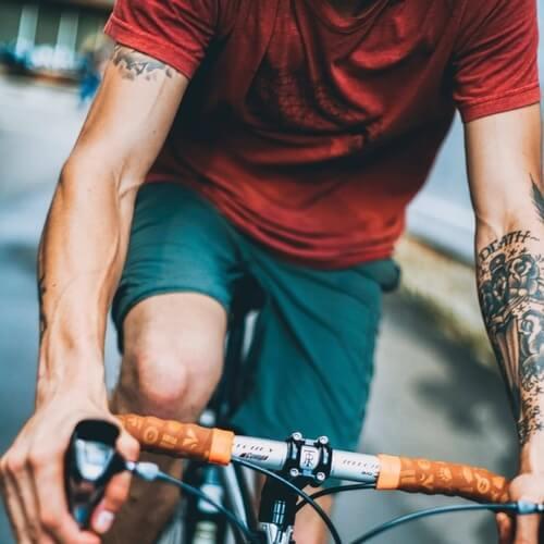 CIclista en bicicleta de carretera