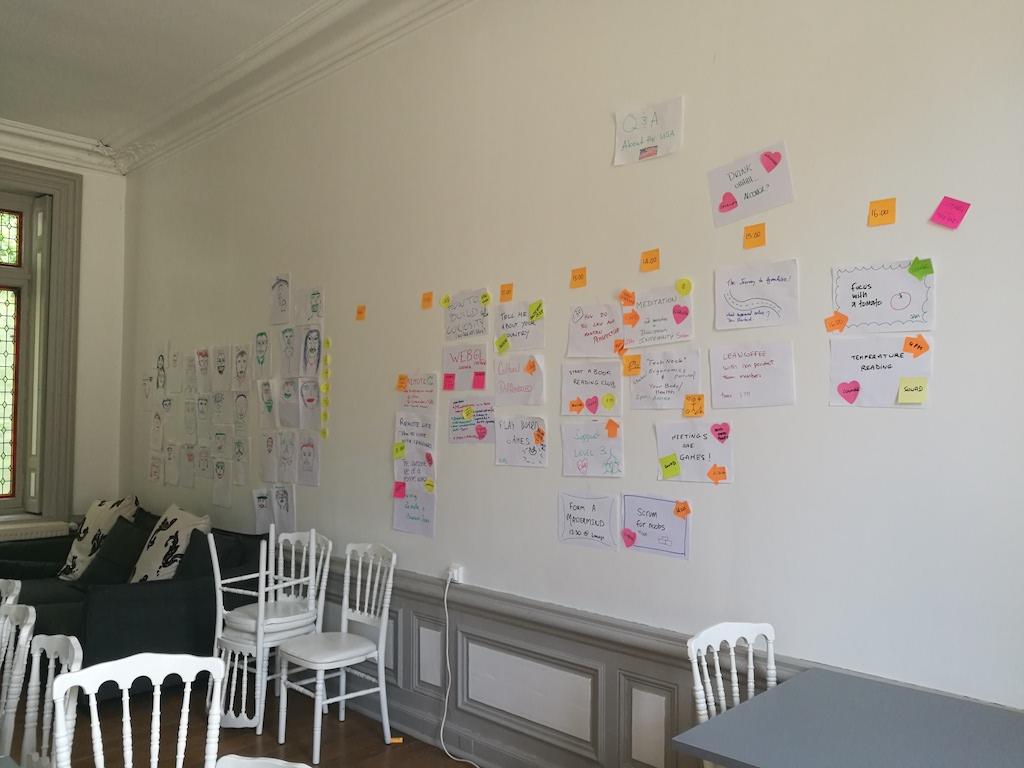 Agenda co-construit lors d'une journée de forum ouvert pendant un séminaire d'entreprise