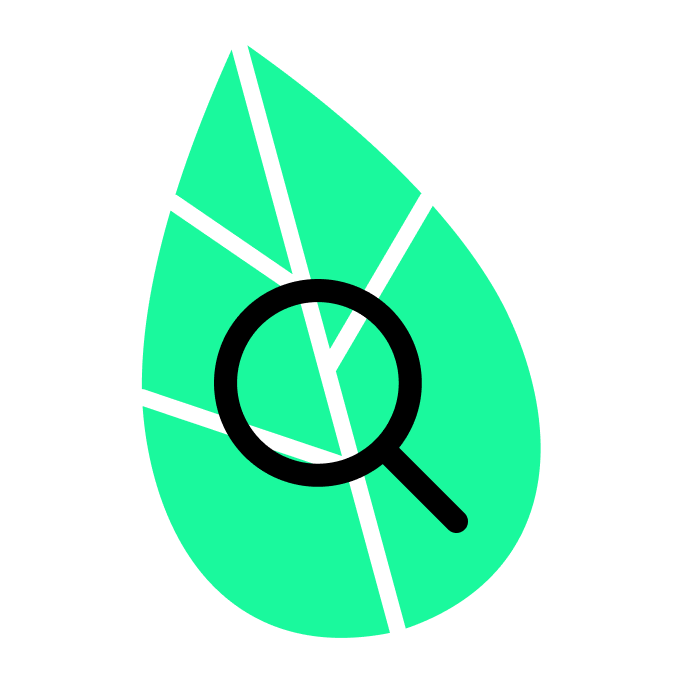 Lupe vor grünem Blatt.