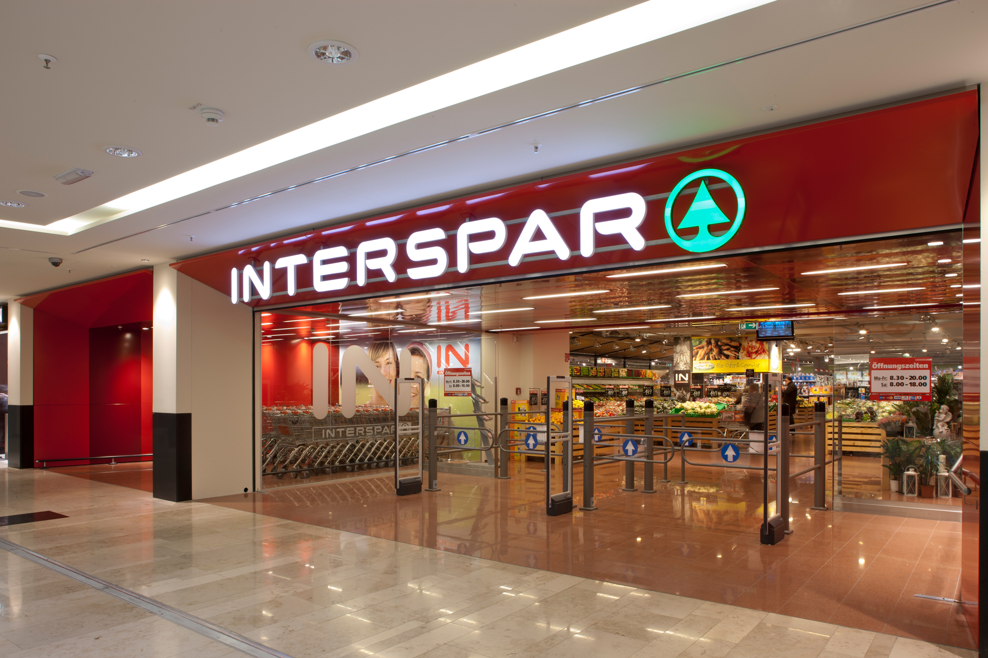 Eingangsbereich Interspar im Donauzentrum, designed von Studio Thörnblom