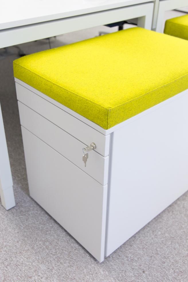 KFV Detailansicht eines Schubladenelements mit Sitzfläche