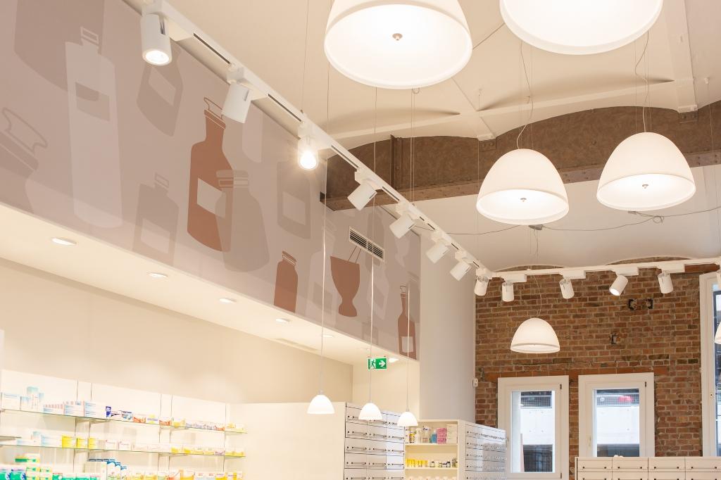 Detailansicht der Deckenelemente in der Apotheke am Handelskai
