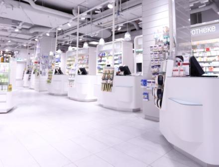 Ansicht Verkaufsbereich Millenium Apotheke in der Millenium City
