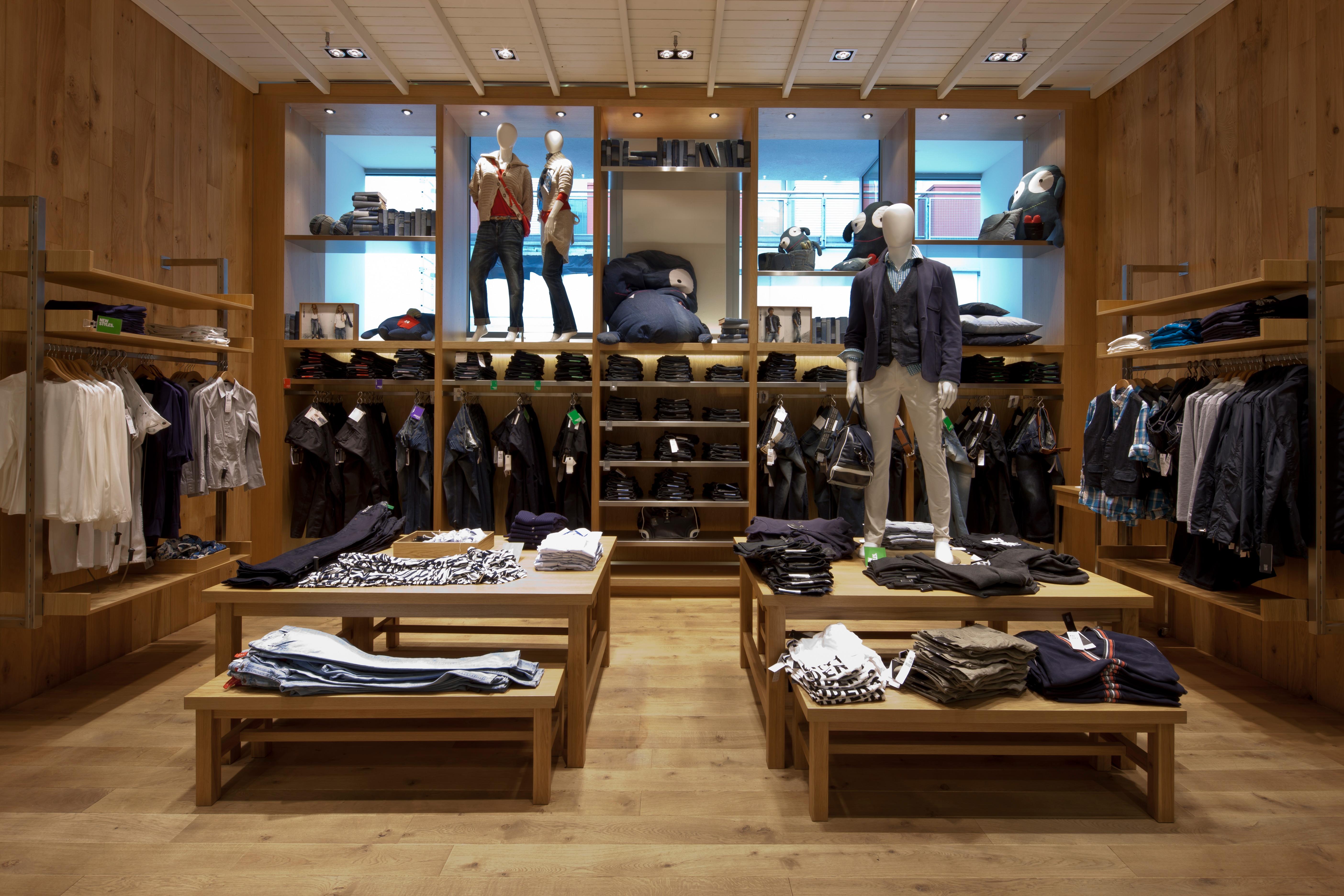 Innenbereich von We Fashion im Donauzentrum und im Shoppingcenter Süd