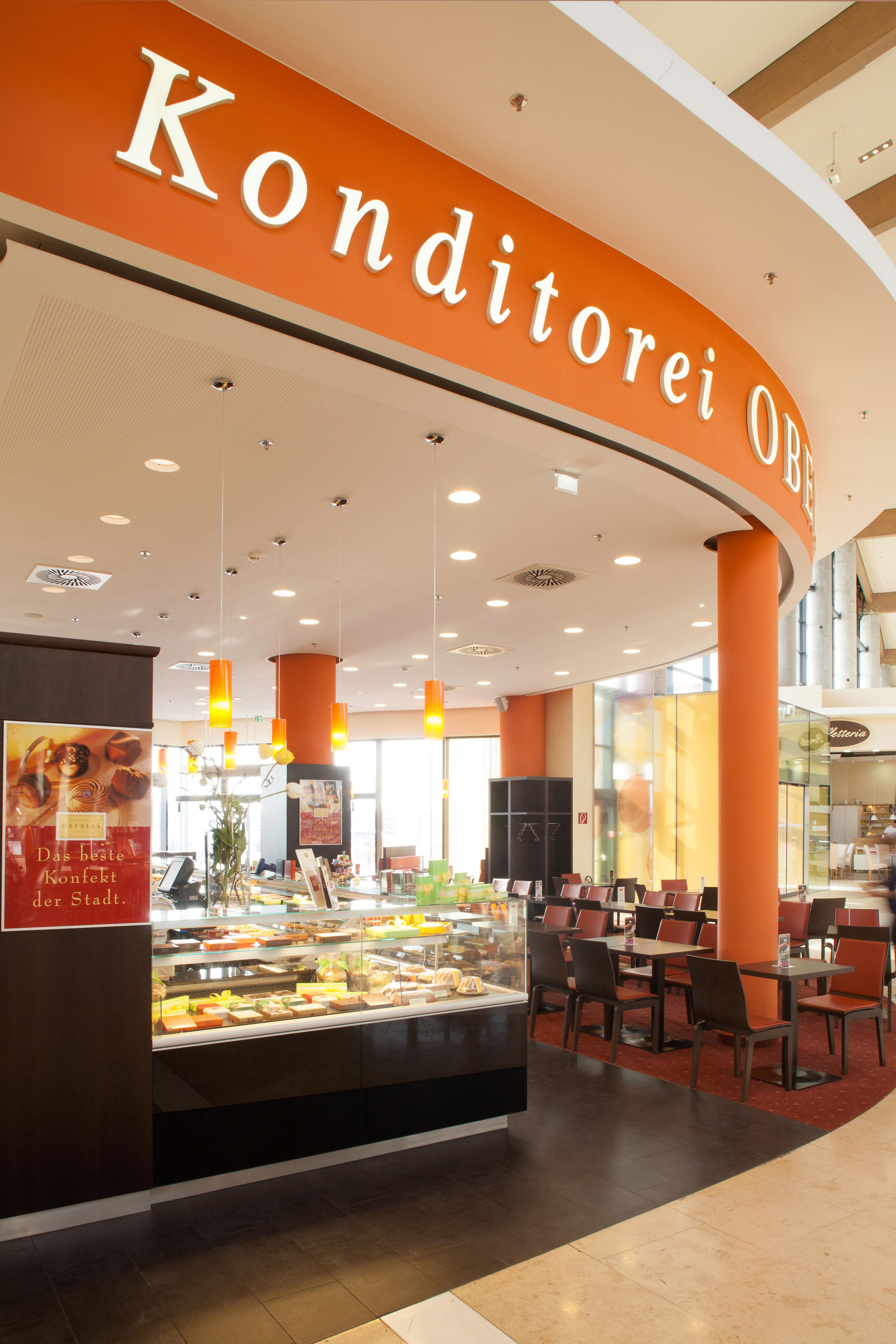 Eingangsbereich in der Oberlaa Konditorei im G3 Shopping Resort bei Gerasdorf