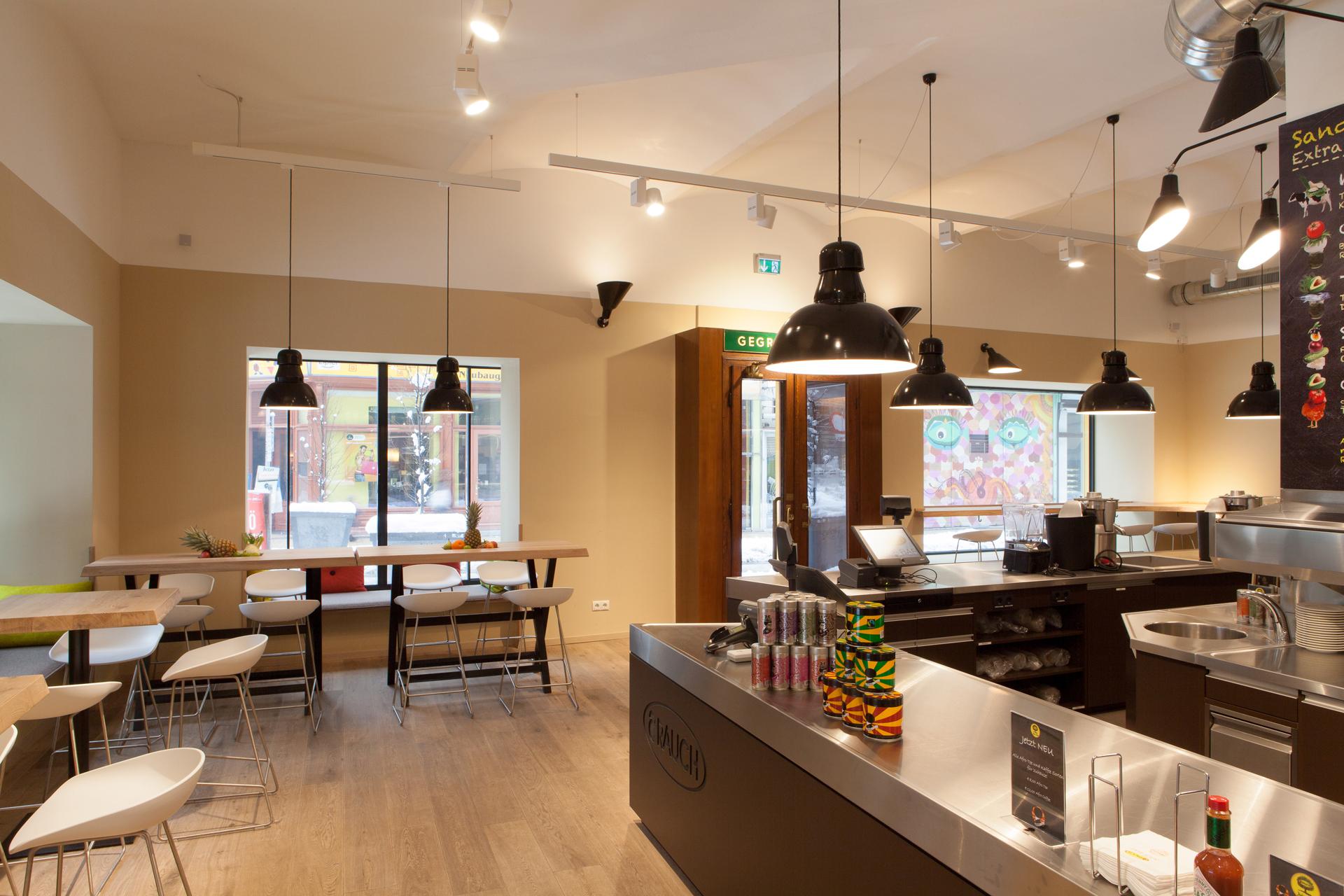 Innenbereich und Tresen der Rauch Juice Bar in der Neubaugasse Wien