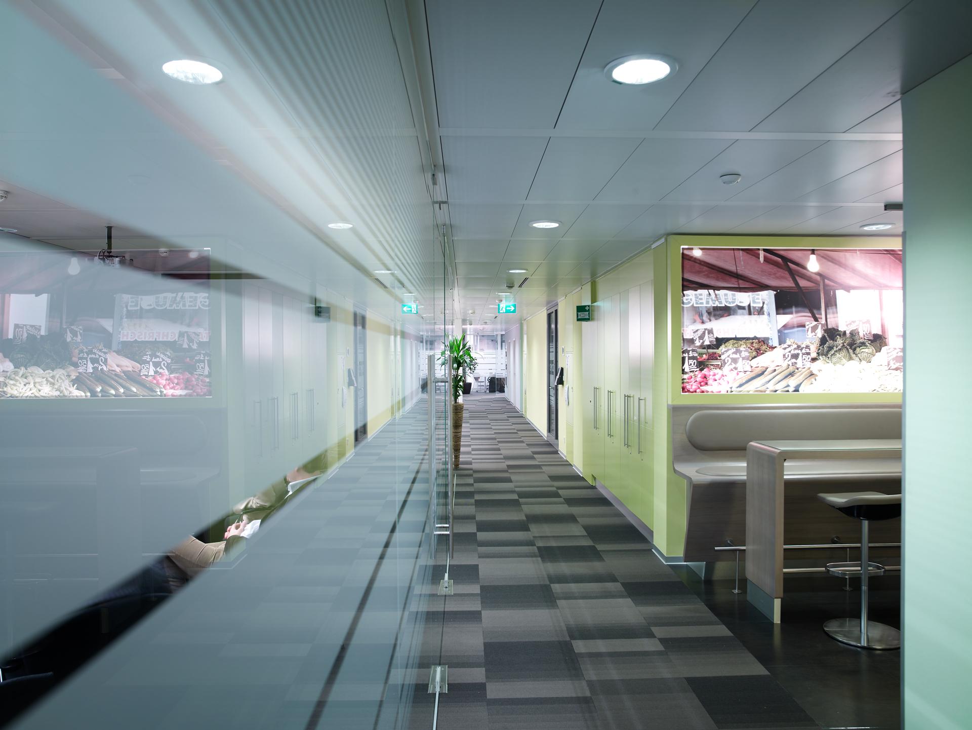 Gang zum Aufenthaltsbereich im Büro Nycomed Pharma, designed von Studio Thörnblom