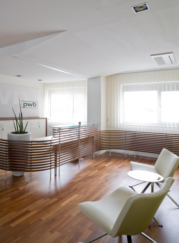 Empfangsbereich bei PWB Wirtschaftsprüfungs- und Steuerberatungs GmbH. designed von Studio Thörnblom