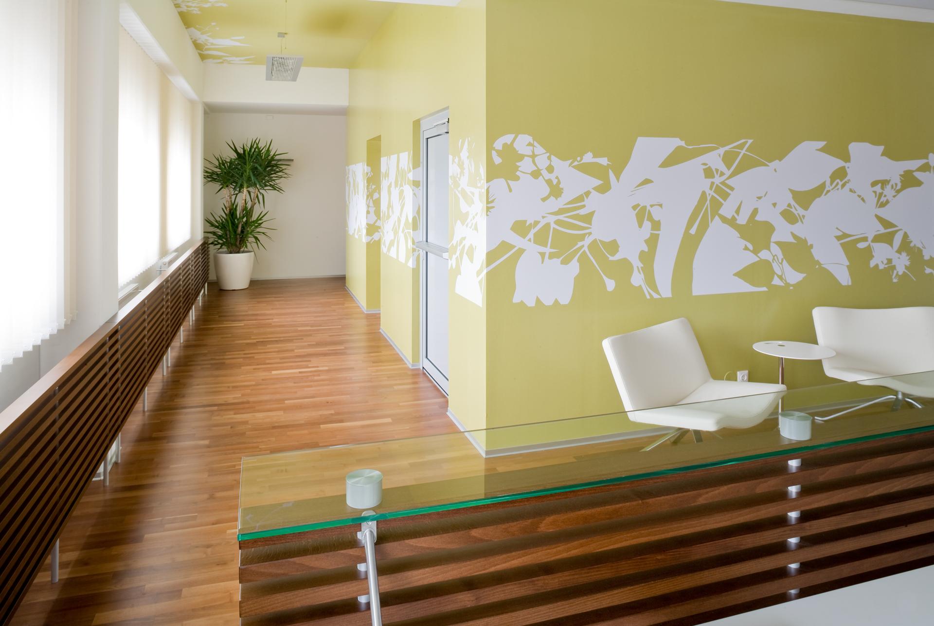 Empfangsbereich und Gang bei PWB Wirtschaftsprüfungs- und Steuerberatungs GmbH. designed von Studio Thörnblom