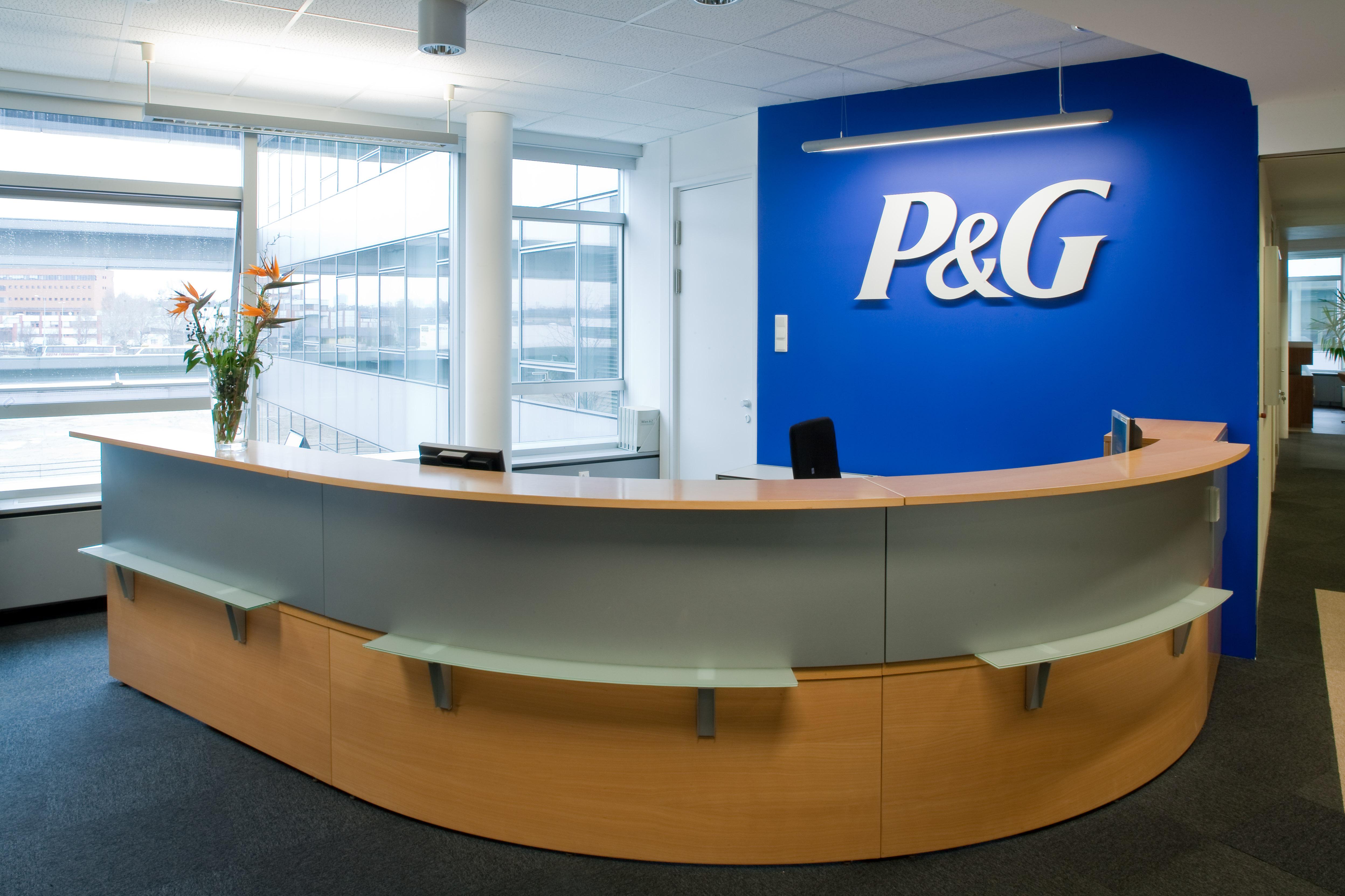 Empfangstresen bei Procter & Gamble Austria GmbH, designed von Studio Thörnblom