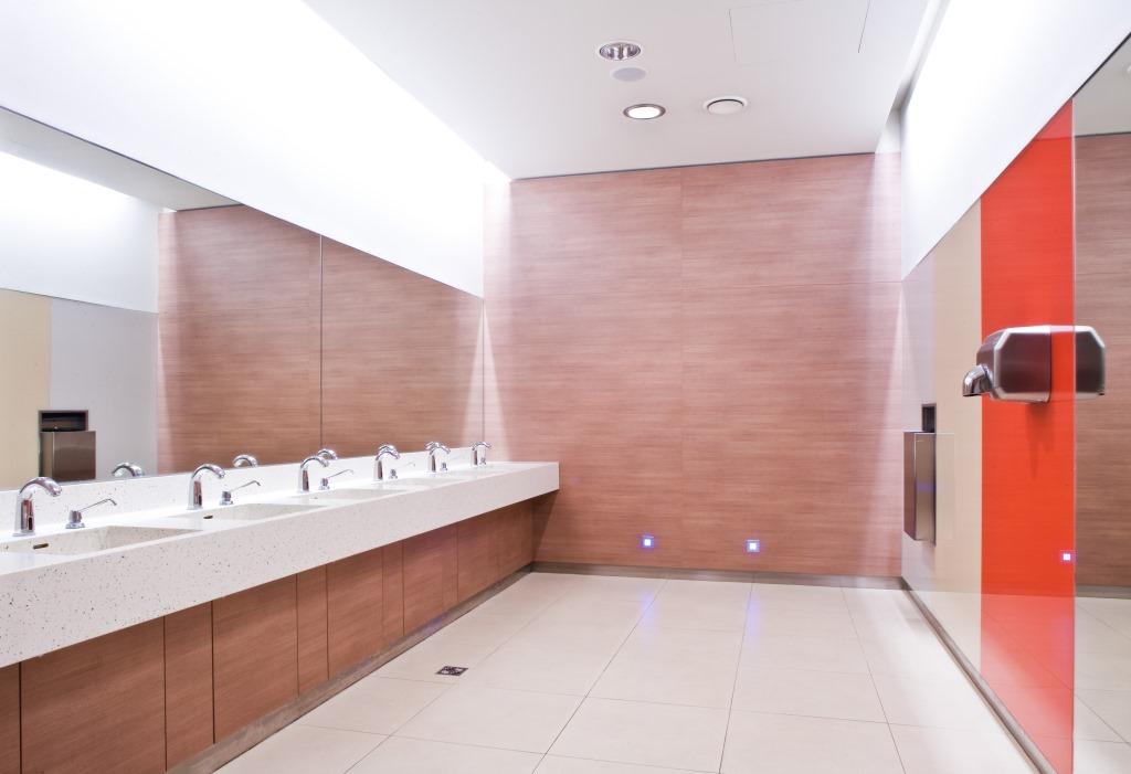 Waschbeckenbereich im Polus Cit Center