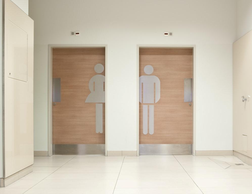 Eingang zu den Toiletten im Polus City Center