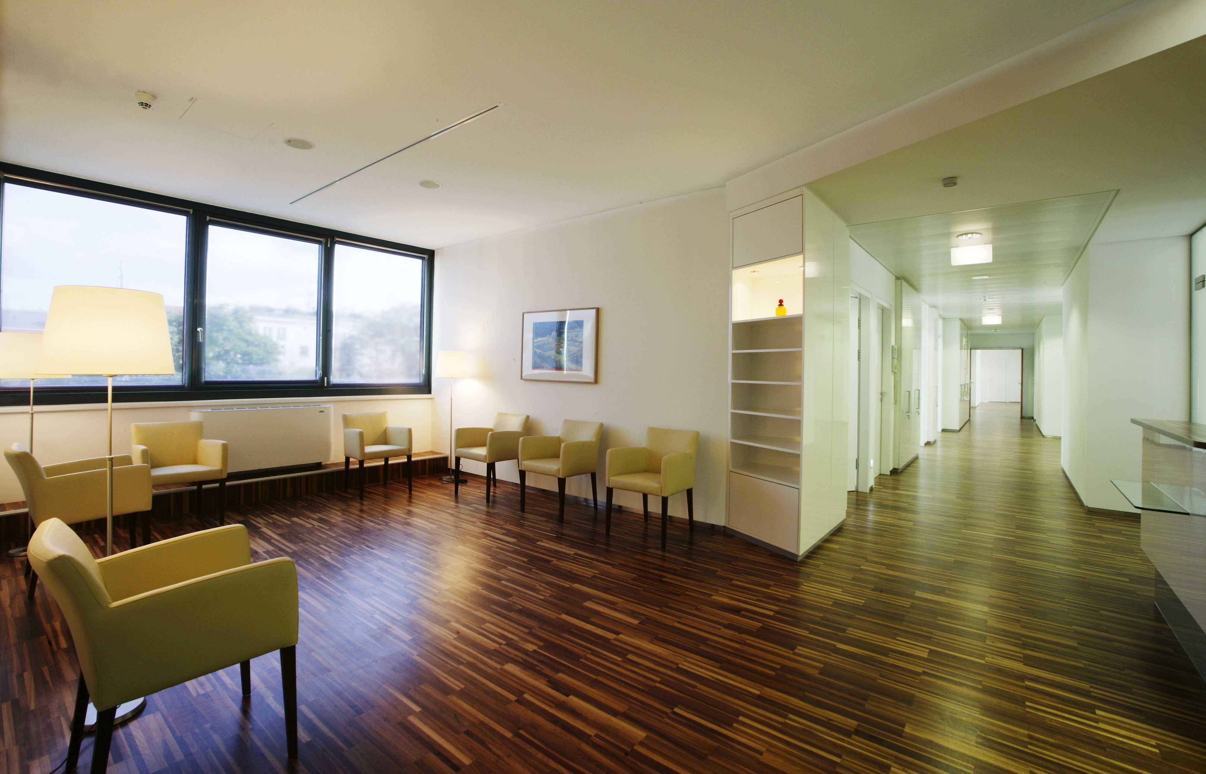 Wartebereich in der Care Acydemy, designed von Studio Thörnblom