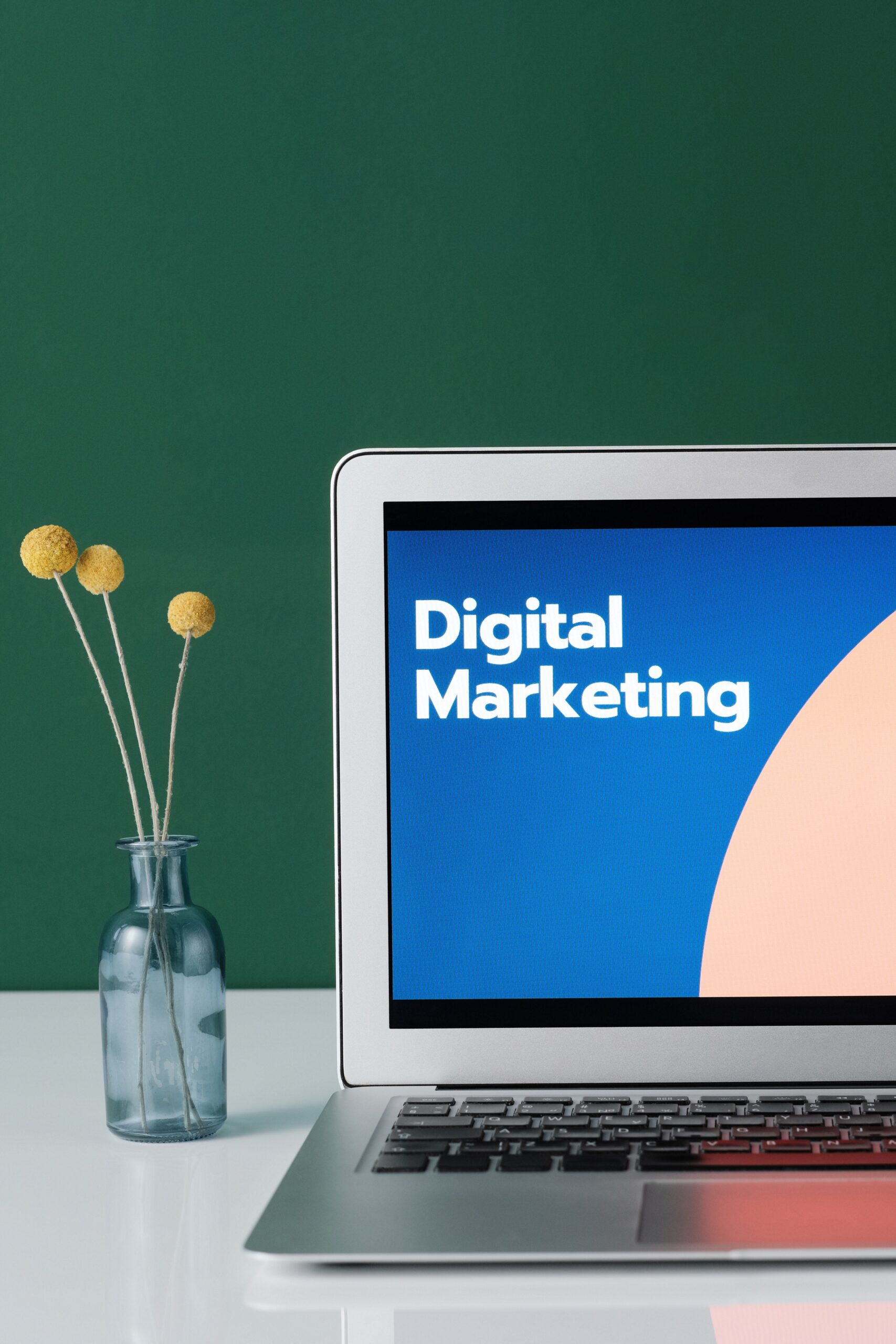 Kohalikud reklaamijad on enam suunanud oma turundusraha nii otsingureklaami kanalitesse kui ka sotsiaalmeediasse. Jõudsalt kasvasid Google, Youtube, Facebook.