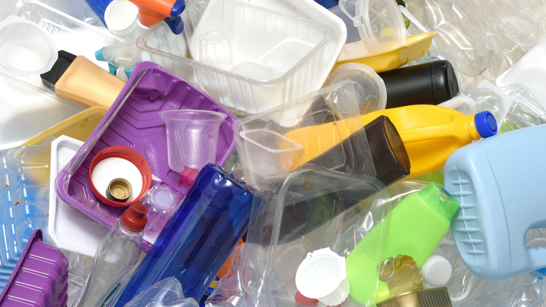 Eesti on üle võtmas direktiivi, millega muuhulgas tekivad plastnõude ja muude plasttoodete müügile lisanõuded
